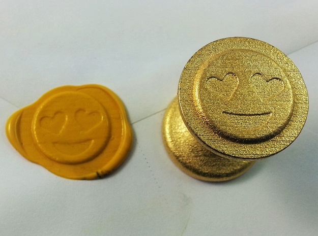 Smiley With Hearts Seal in Polished Gold Steel