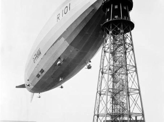 R101 1/1250th scale With Stand in Smooth Fine Detail Plastic