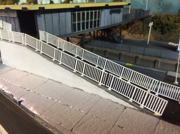 BDHO-0001 CityRail Bridge Fencing-HO (30 Count) in Frosted Extreme Detail
