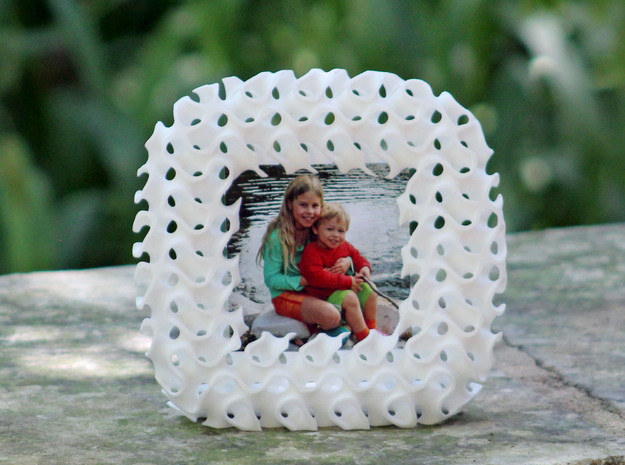 Gyroid Photo Frame in White Processed Versatile Plastic