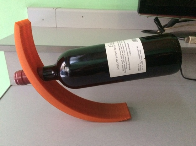 Curved Wine Holder in Metallic Plastic