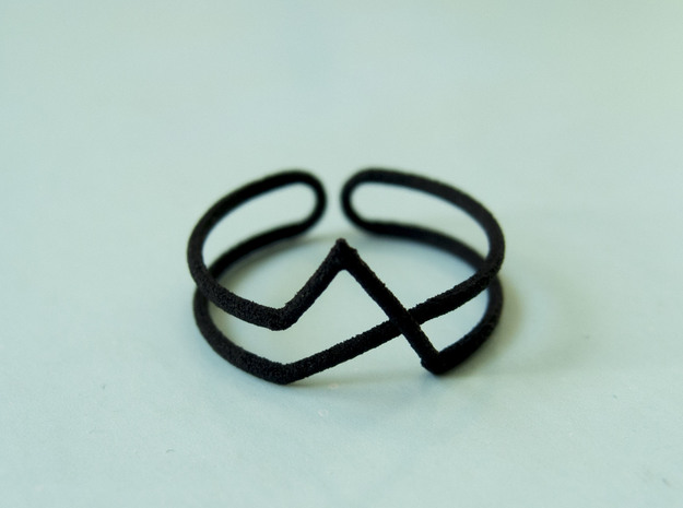 Continuous Geometric Ring  in Black Natural Versatile Plastic: 8 / 56.75