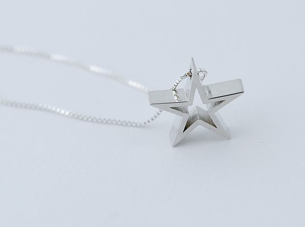 Shining Star Pendant in Polished Silver