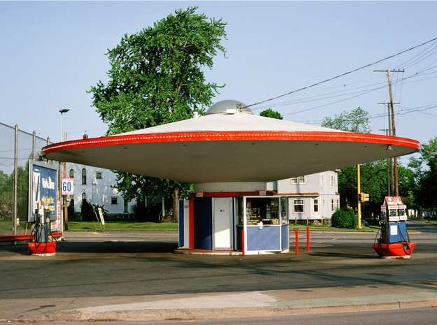 Flying Saucer Gas Station 1-160 in Smooth Fine Detail Plastic