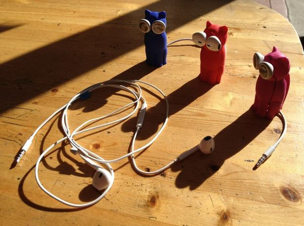 Puppy Dog Earbud Storage Case 3d printed Three Bud-Es come upon a tangled cord...