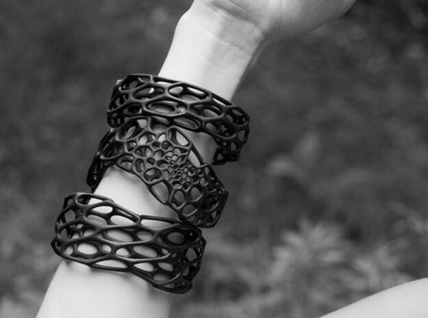 Wave Bracelet 3d printed wave bracelet (middle)  on model