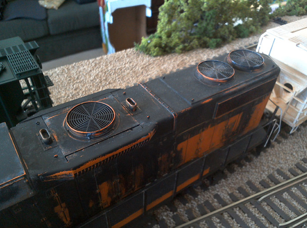 Dynamic Brake and Radiator Fans for O Scale Weaver 3d printed Painted and weathered parts installed on a Weaver GP38-2