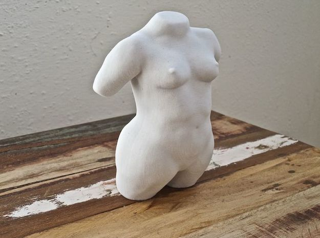 Torso model Amber in Natural Sandstone