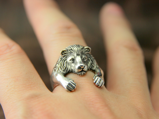 Lion Hug Ring in Polished Silver: 10 / 61.5