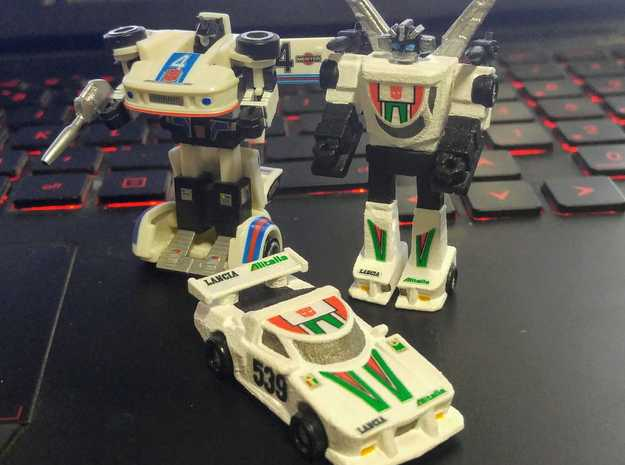 WST Wheeljack, non-transforming in White Strong & Flexible Polished