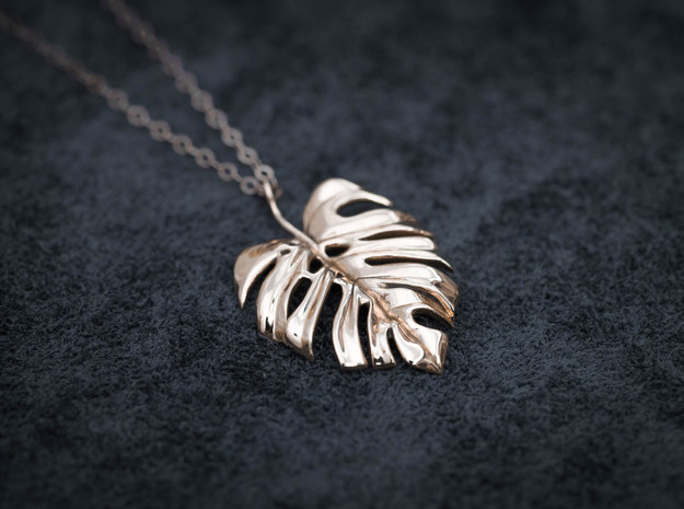 Monstera Pendant in Polished Brass