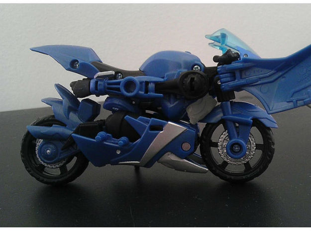 Chromia homage Indigo U128R Head For RID RC  3d printed Indigo Head in Frosted Ultra Detail (Head Placement) on TFP Arcee