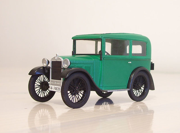 Altes Automobil (1/2) in Smooth Fine Detail Plastic