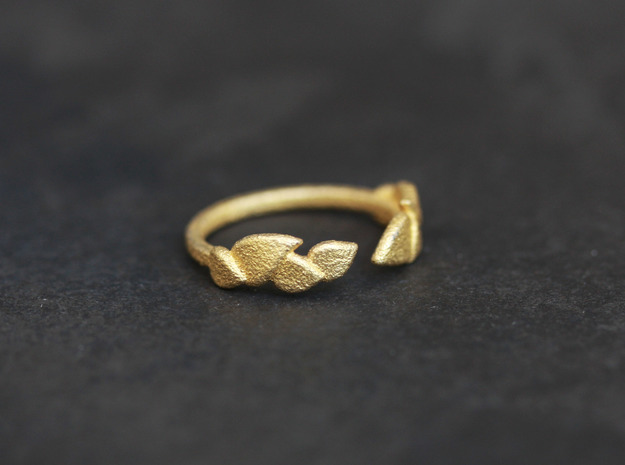 Delicate Leafs Ring in Polished Gold Steel: Medium