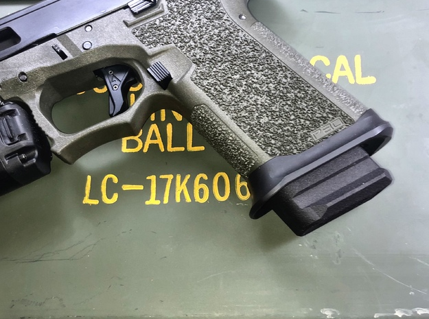 Magazine base plate for Glock 19 on Glock 17 Mag in Black PA12