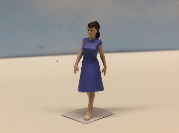 Female Walking 1940's in Smoothest Fine Detail Plastic: 1:64 - S