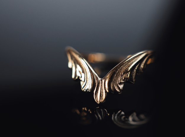 Willow Crown Contour Ring in Polished Brass: 5 / 49
