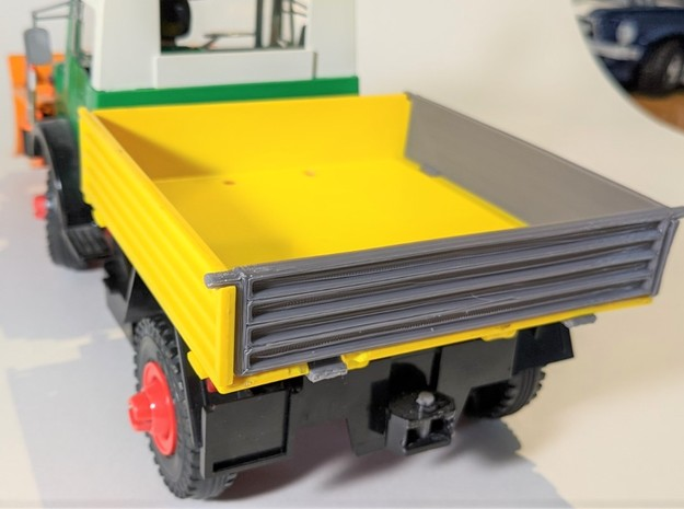 Cargo bed right wall in Yellow Processed Versatile Plastic
