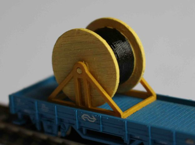 N Scale Cable Reel (Full) On Stand