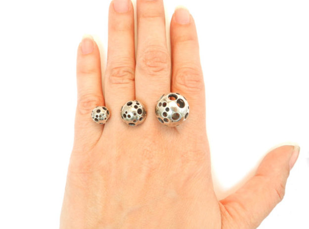 Triple Moonball Ring 3d printed oxidized