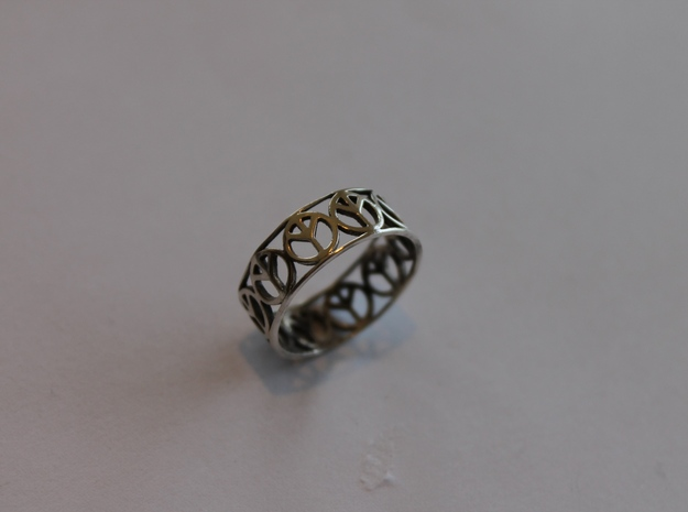 8 Peace Ring  Ring Size 7 in Polished Silver