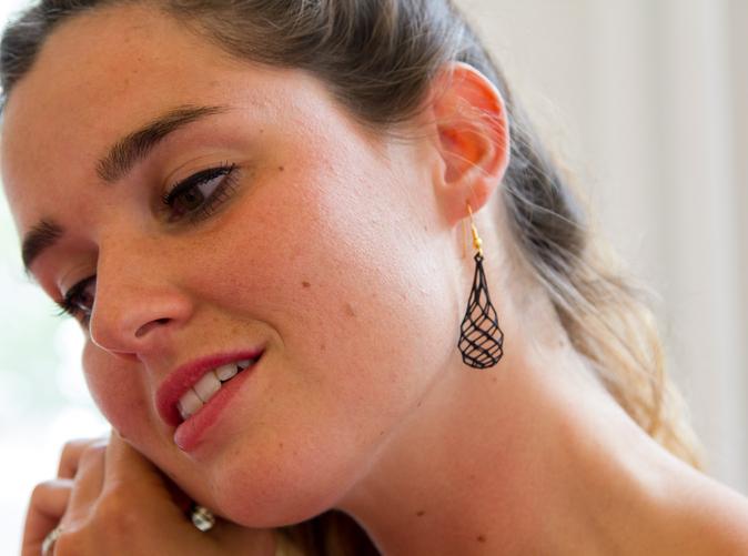 Laura tries on gridlock earrings from Suuz