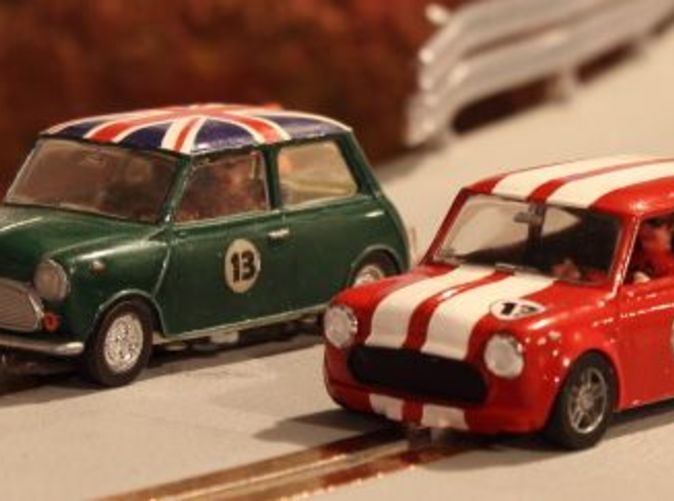 Red Mini is with flared chassis, green with standard chassis