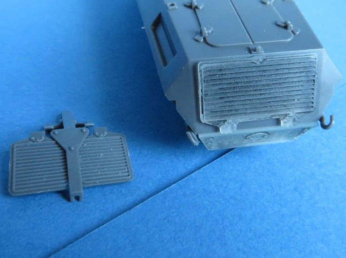 Sd.Kfz.231/232 Set 3d printed The engine grill with the kit part.