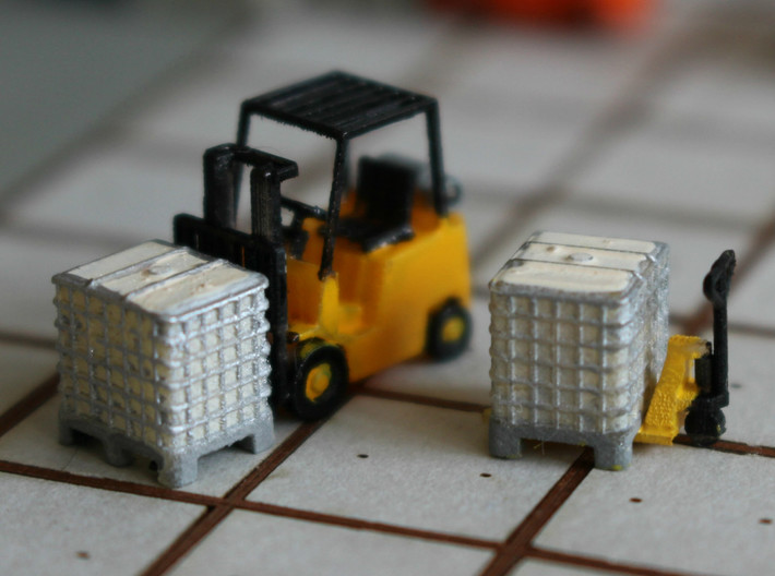 N scale 1000 litre IBC 10pc 3d printed Pallet boxes, painted, in Frosted Ultra Detail with pallet jack and fork lift. Forklift by Wuttermelon.