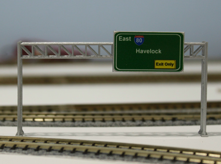 N Scale Sign Gantry 84mm 3d printed Painted 84mm gantry with sign. Thanks for the picture Dave!