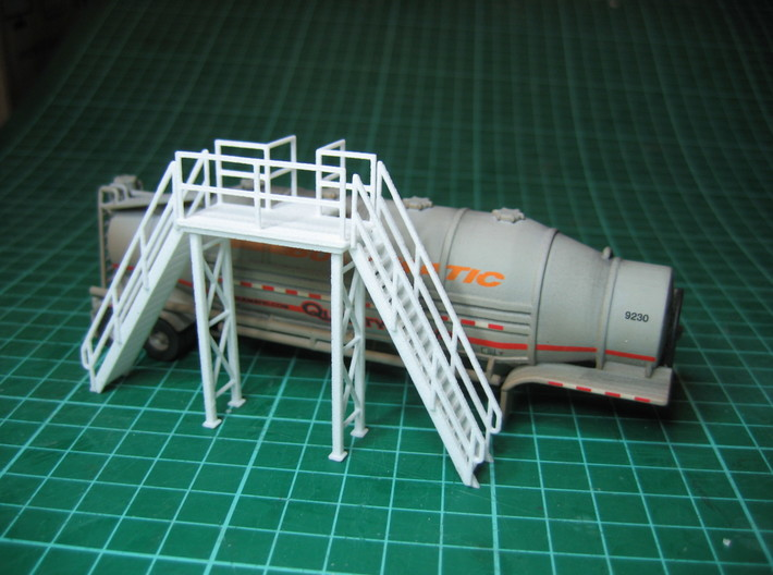 HO 1/87 Loading Platform for depot/industry 3d printed Viewed from the other side. A coat of aluminium paint, and it should look the part.