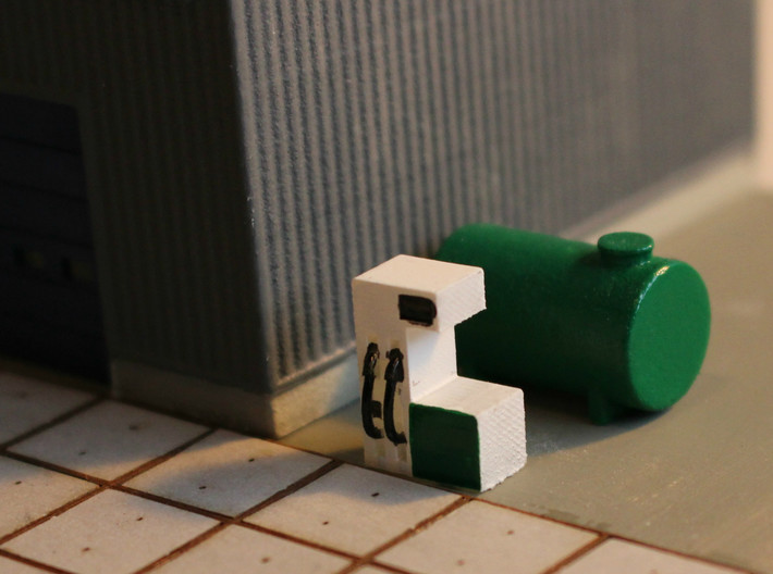 N Scale Fuel Tank 10m³ 3d printed Tank with a fuel pump on an industrial site