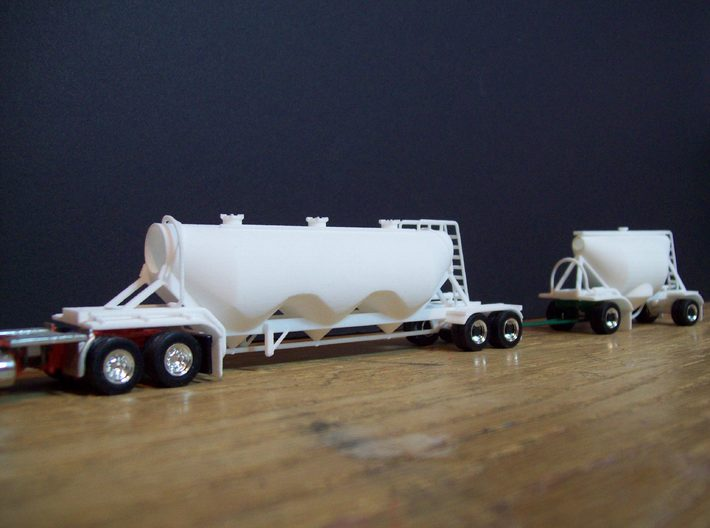 HO 1/87 Shorty Dry Bulk Trailer 07a (pup & dolly) 3d printed One of my pup trailers used for a road train combo.