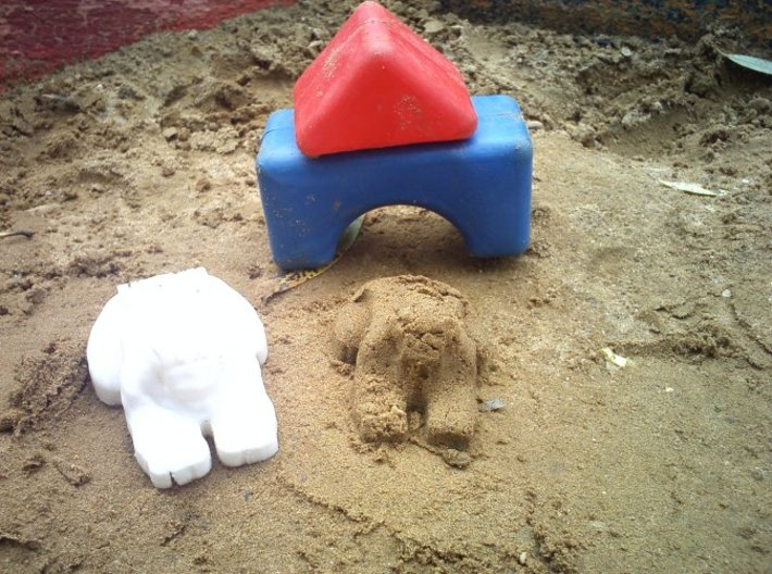 Customizable Sphynx Mold 3d printed The model and the sand sphynx it creates.