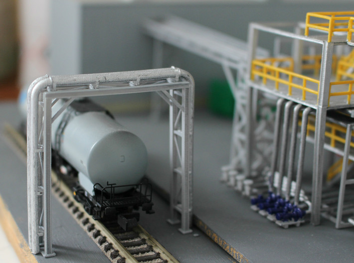 N Scale Chemical Storage Installation Pt 1/2 3d printed Pipe bridge available separately. On the right you see the pump section for deliveries.