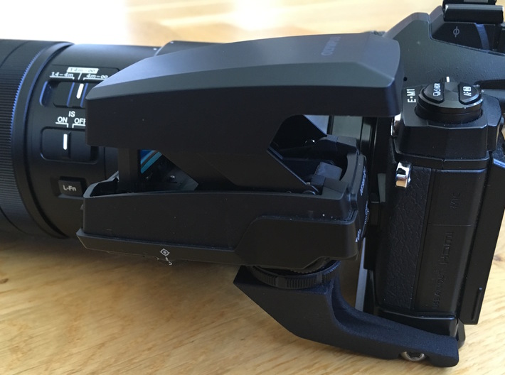 Olympus EE-1 hotshoe adapter for RRS BOEM Rail 3d printed The remote and other ports are fully accessible.