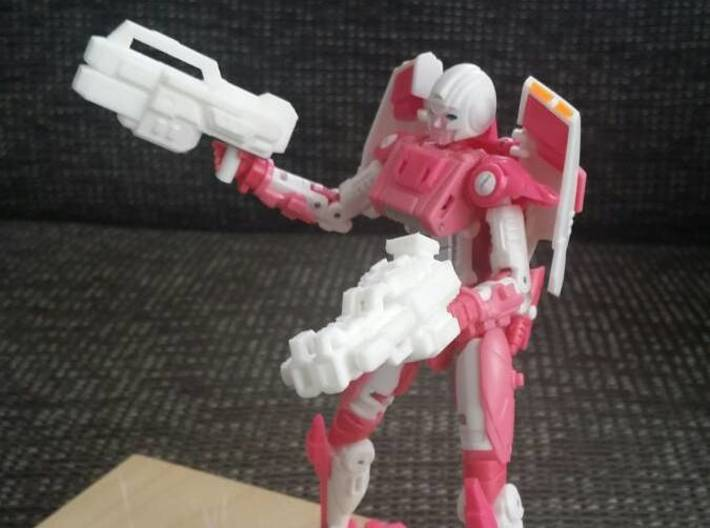 """LOCKOUT"" Transformers Weapons Set (5mm post) 3d printed (Weapon on the right) Image by Remko. Weapon post modded to fit with MMC Azalea."