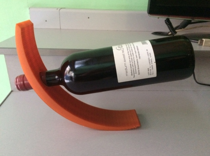 Curved Wine Holder 3d printed