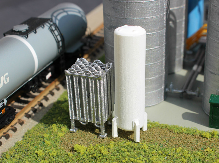 N Scale Cryogenic Vaporizer + Tank 38mm 3d printed Painted model in Frosted Ultra Detail