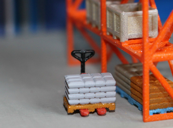 N Scale Pallets Freight Boxes Bags (38pc) 3d printed Painted pallets with bags in Frosted Ultra Detail