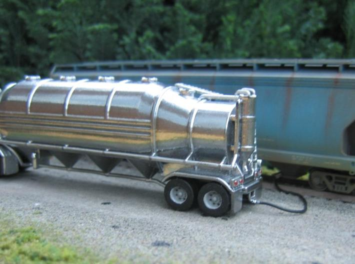HO 1/87 Dry Bulk Trailer 10b - Heil 1625V Superflo 3d printed Painted in Alclad 2 chrome.