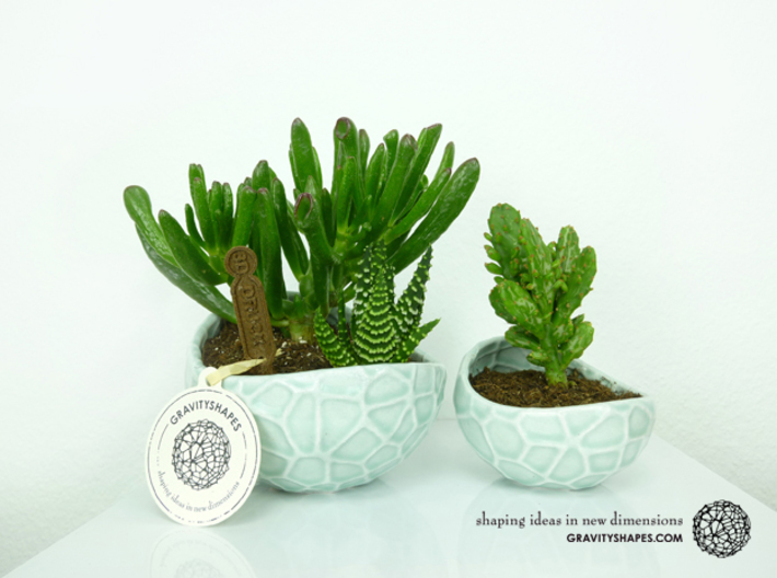 Porcelain Plant-pot in Water-Look (size small) 3d printed Porcelain Plant-pot in Water-Look (size XL and small - Gloss Celadon Green)