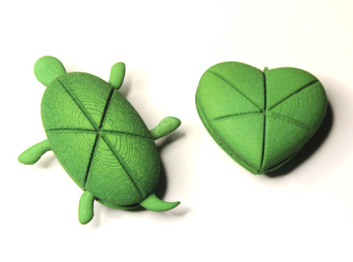 Twin Hearturtles 3d printed Turtle & Heart
