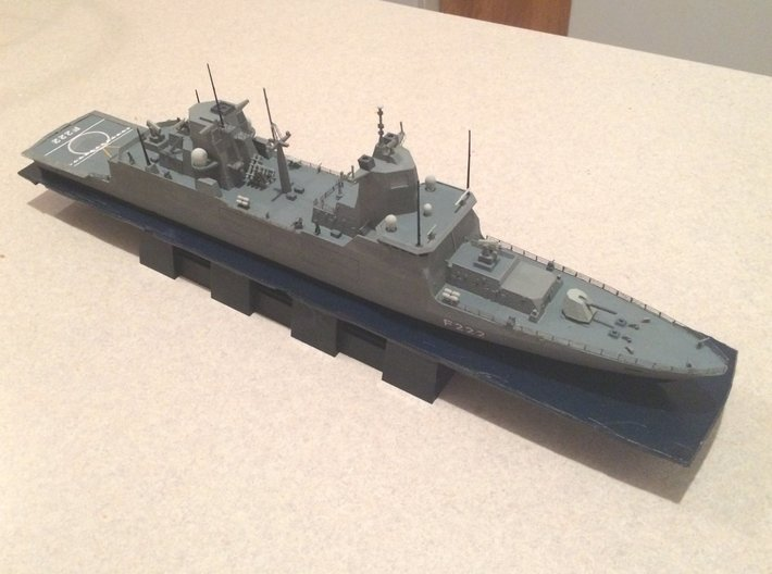 F125 Baden-Württemberg Class 3d printed 1/350 - Model as completed by Jeff Head.