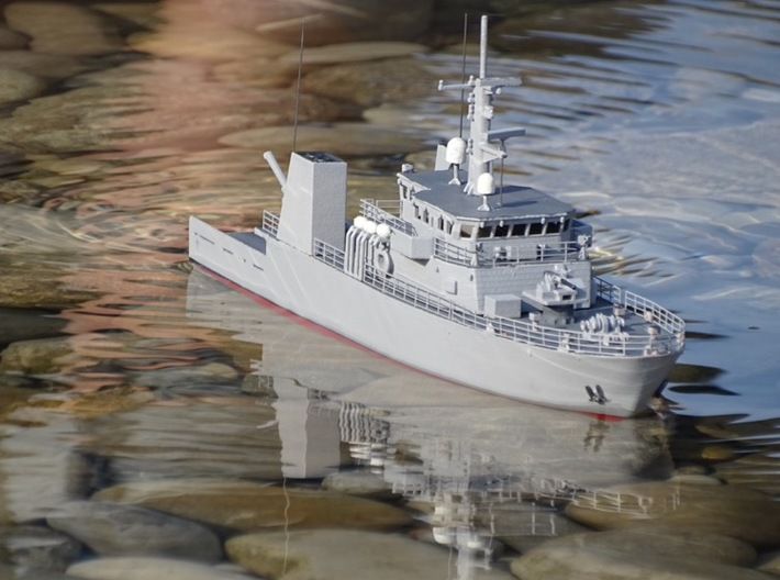 HMCS Kingston, Details 1 of 2 (1:200, RC) 3d printed out on the water