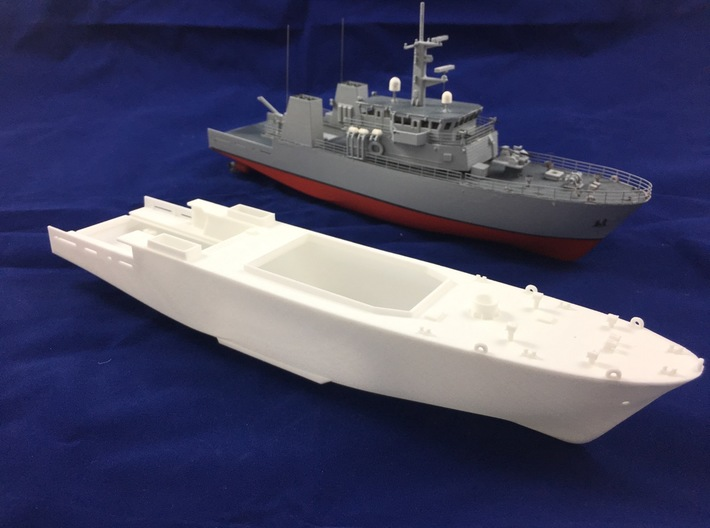 HMCS Kingston, Hull (1:200, RC) 3d printed hull and completed model