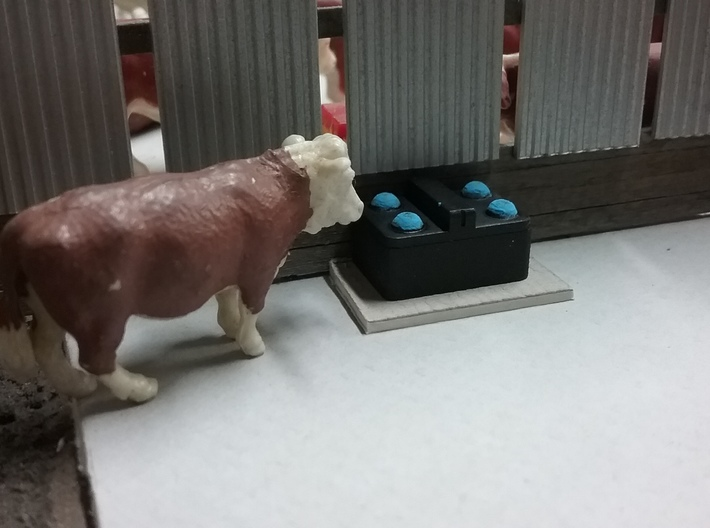 1/64 4 Ball Cattle Waterer 3d printed