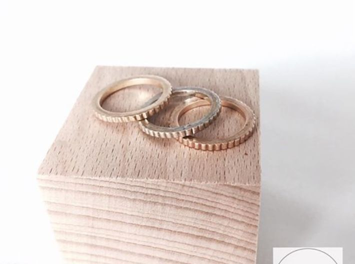 Ingranaggi Ring S/M 17mm 3d printed Only for Photo purposes 3 rings are shown: Gold Yellow, Rose & Rhodium Plated
