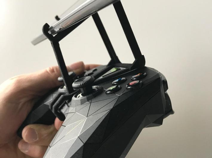 NVIDIA SHIELD 2017 controller & LG X max - Over th 3d printed SHIELD 2017 - Over the top - side view