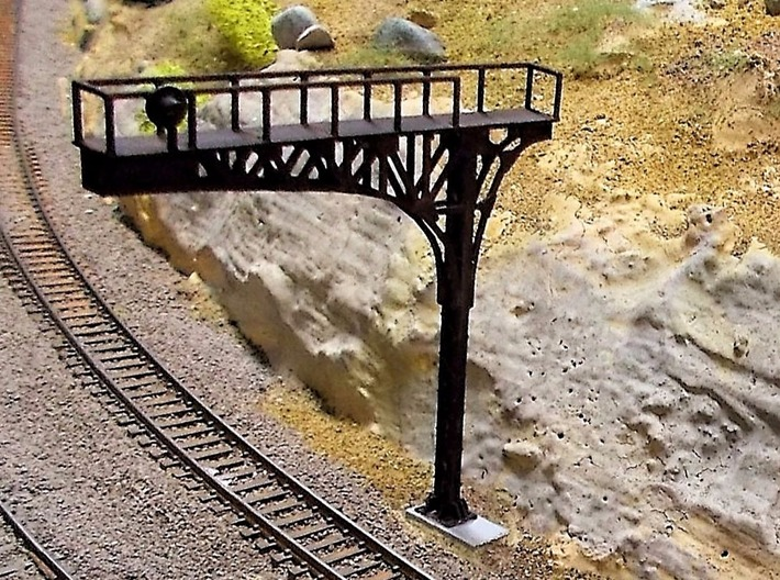 N Scale Signal Cantilever Searchlight Lefthand 3d printed Painted cantilever, thanks for the picture Mike!